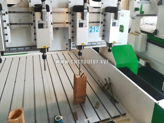 Multi-heads CNC wood router carves solid wood