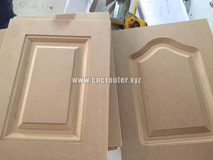 Automatic carving and cutting by cnc router with three tools