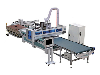 <b>Intelligent full automatic CNC router for panel furniture production</b>