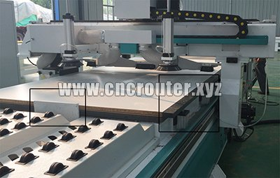 materials alignment device for automatic loading cnc router