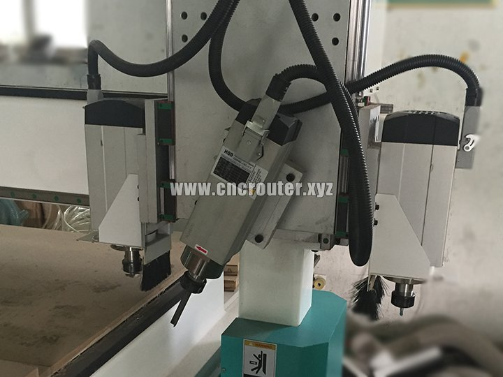 Wooden door lock hole CNC router with side drilling