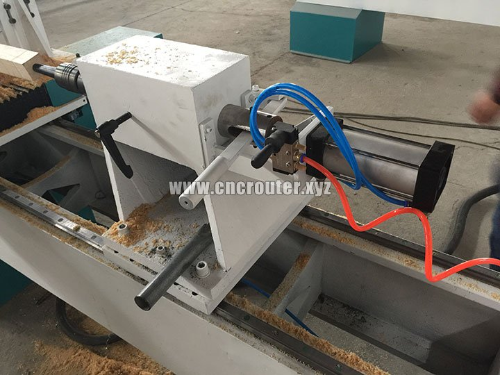 CNC wood lathe machine with spindle