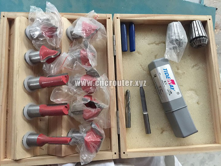 Tools of CNC wood lathe machine with spindle