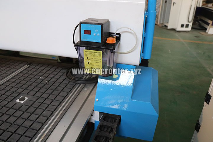 Manual oiling system