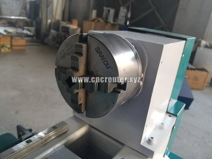 Chuck of small wood turning lathe machine