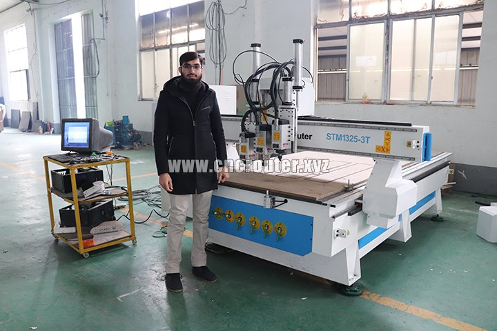 Three spindle cnc router